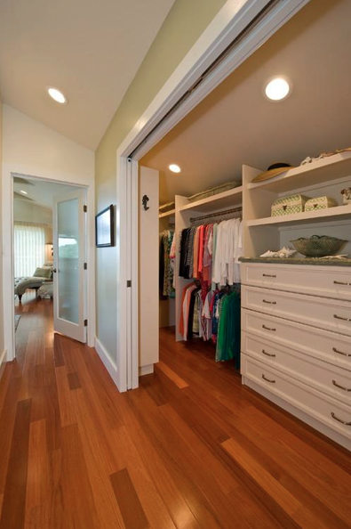 Traditional Closet by Kailua General Contractors MOKULUA High Performance Builder