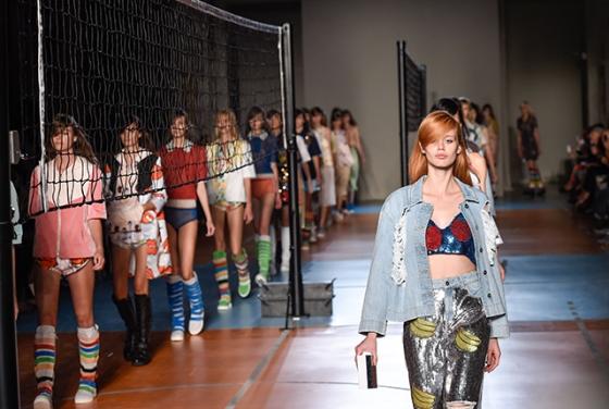Au Jour Le Jour Spring/Summer '15 runway show, via StyleBlazer